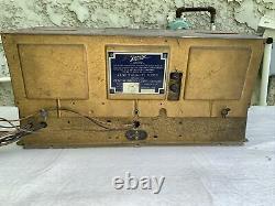 Vintage Zenith 476B AM Super-Heterodyne Electric Radio Receiver