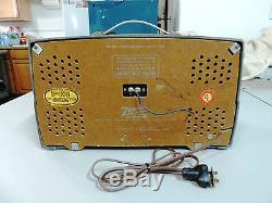 Vintage Zenith AM/FM Bakelite Tube Radio Model K725- Circa 1953