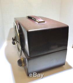Vintage Zenith AM FM Tube Radio Model Y825 Bakelite Works Well