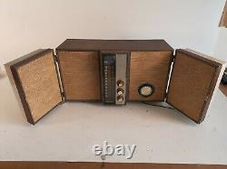 Vintage Zenith AM/FM Tube Radio from the 1950's, Working