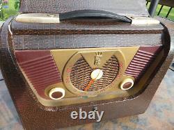 Vintage Zenith AM Tube Portable Radio Model H503 Nice Condition Rare Brown