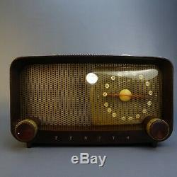 Vintage Zenith AM Tube type radio S14976 table top model