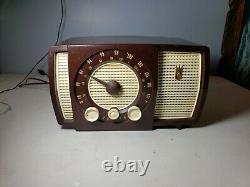 Vintage Zenith Am/Fm tube Radio Model Y723 working nice radio solid