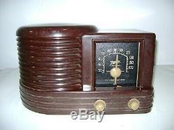 Vintage Zenith Bakelite Tube AM Radio Model 4B515 (1941)