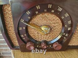 Vintage Zenith Brown AM/FM Radio Model H723-ZZ 1952