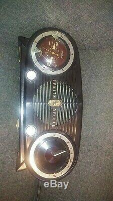 Vintage Zenith Deluxe tabletop model clock radio