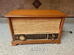 Vintage Zenith K731 Vacuum Tube Radio in Excellent Working Condition -35 Watts