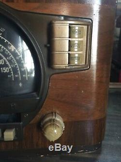 Vintage Zenith Long Distance Black Dial Tube Radio For Restoration
