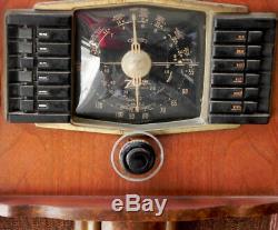 Vintage Zenith Model 10S669 10 Tube Console Radio 1942