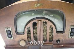 Vintage Zenith Model # 5G2617 For parts or repair Horseshoe, boomerang front