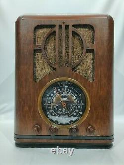 Vintage Zenith Model 6-S-229 Tombstone Style Tube Radio in Wooden Case