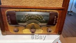 Vintage Zenith Tombstone Radio Model 8H832 Table Top Wood Radio