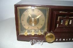 Vintage Zenith Tube AM Clock Radio Model R-519R Bakelite Brown