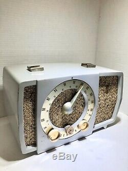 Vintage Zenith Tube Radio Model T724 Working