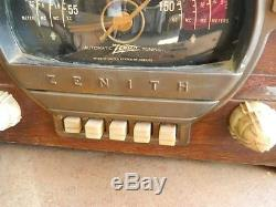Vintage Zenith Tube Table Top Radio Automatic Tuning wood with Bakelite knobs