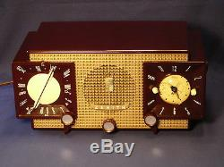 Vintage Zenith Z733 AM/FM Clock Radio in outstanding working condition