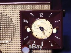Vintage Zenith Z733 AM/FM Clock Radio in outstanding working condition