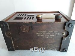 Vintage Zenith model 6D538 wooden table top antique radio with a great Deco look