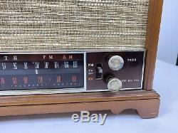Vintage Zenith vacuum Tube Radio K 731 Am/FM/ table top mid century wood Working