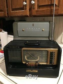 Vintage radio Zenith Trans-Oceanic model H500, chassis 5H40 portable