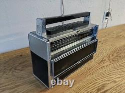 Vintage radio Zenith Transoceanic wavemagnet royal 1000. Working