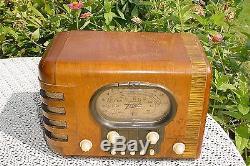 ZENITH RACETRACK RADIO VERY ORIGINAL, PLAYS WELL AM & SW, VENEER & FINISH GOOD