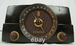 ZENITH TUBE RADIO CORP. MODEL # K725 TABLETOP bakelite 1950's TESTED