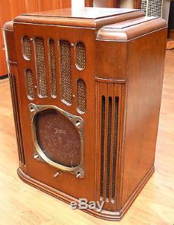 Zenith 10S130 Deco Large Black Dial Tombstone Tube Radio