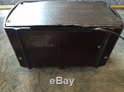 Zenith 6D510 Bakelite Tube Radio 1941 Vintage & Functional Classic Home Decor