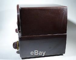 Zenith 7H-820U RARE 7-Tube AM-FM Radio Bakelite Mid-Century Modern Table c. 1948