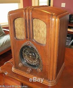 Zenith 7-J-232 (7J232) Waltons Tombstone Radio (1938)