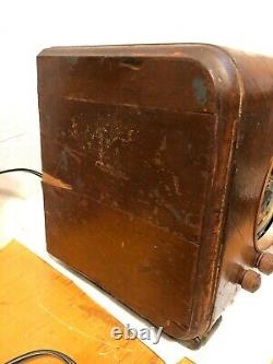 Zenith Cube Table Radio R553141, rough. For parts or restoration