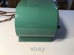 Zenith Deluxe Model K518 Am radio 1952 Owl Eye Brilliant Green