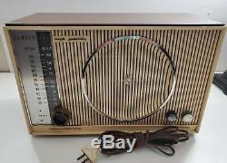 Zenith High Fidelity 1959 VTG Mid Century glass tube AM/FM radio C845Y S-46353