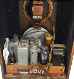 Zenith Model 5S127 Wood Cased Vintage Tombstone Tube Radio