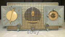 Zenith Model No. S-18711 Vintage Tube Radio