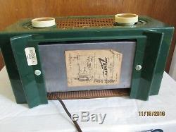 Zenith Model R5111 AM Tube Radio