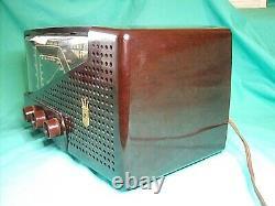 Zenith Radio Model G723 7 Tube AM/FM 1950 Excellent