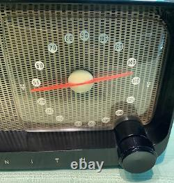 Zenith model 5D810 the Pacemaker 1948 tube AM radio restored works
