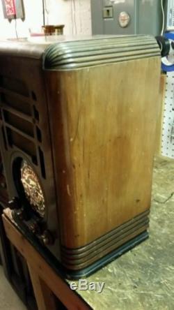 Zenith tombstone radio 5s127
